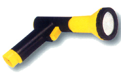 Plastic gardening gun proper for rinsing of leaves. (  )